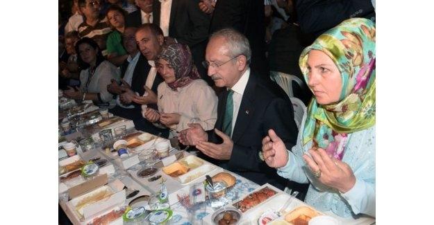 Başkan Öz, Kılıçdaroğlu İle Ümraniye'de İftara Katıldı