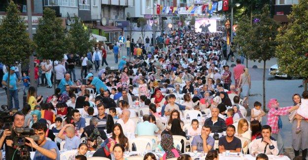 Bayrampaşa'da Komşular İftarda Buluştu