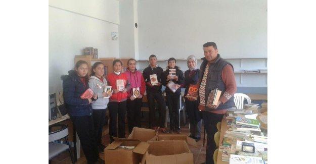 Belediyeden okullara kitap yardımı