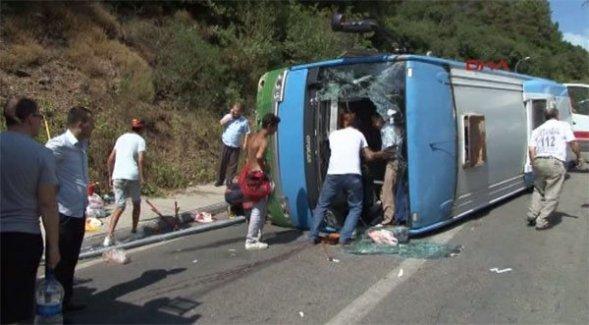 Beykoz'da Halk Otobüsü Devrildi