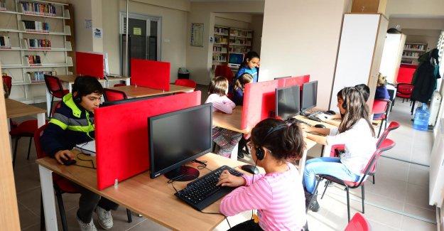 Beylikdüzü Kütüphaneleri'nde Bilgi Ve İletişim Teknolojileri Becerileri Eğitimi Veriliyor
