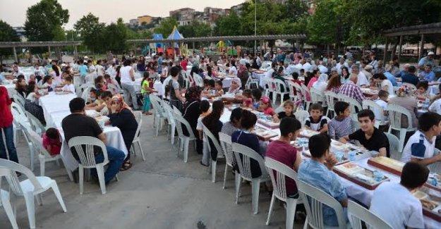 Beyoğlu'nda Birlik Sofrası Cinderesi Parkına Kuruldu