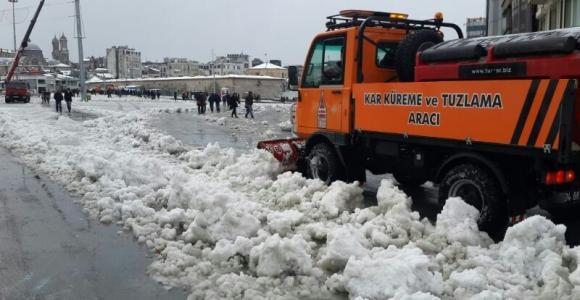 Beyoğlu'nda karla mücadele tam gaz