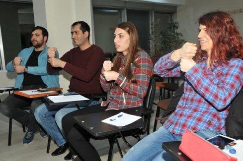 Bilgi Evleri'ne İşaret Dili eğitimi desteği