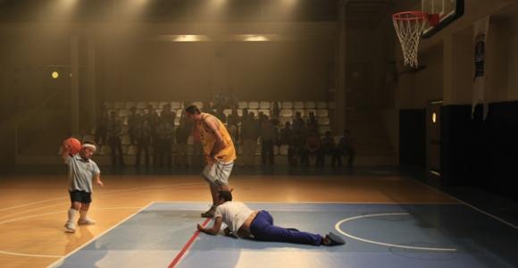 Böyle basketbol hocası görülmedi!