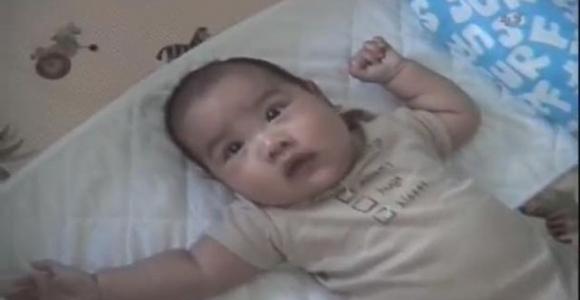 Bu yöntemle bebeğini 10 saniyede uyuttu