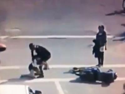 Çarpıştığı kadın şoförü tekme tokat dövdü