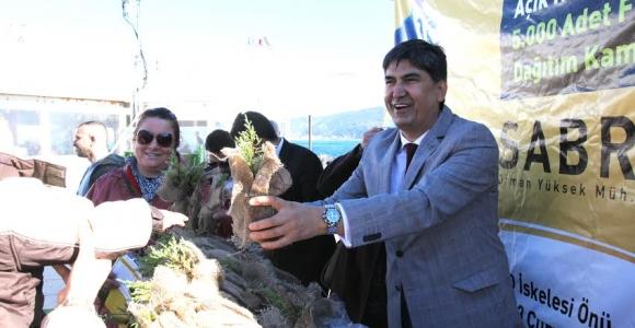 Çevreci Başkan Sarıyer'de 5.000 Adet Fidan Dağıttı