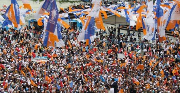 Davutoğlu İstanbul'un İlçelerini Geziyor