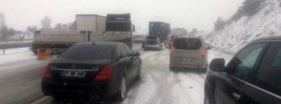 DİKKAT! İstanbul-Ankara yolunda kar engeli