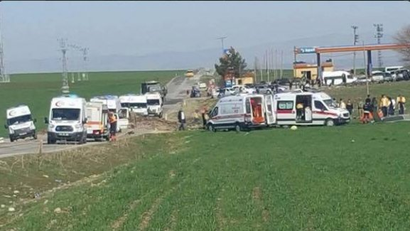 Diyarbakır'da bombalı saldırı çok sayıda şehit ve yaralı var