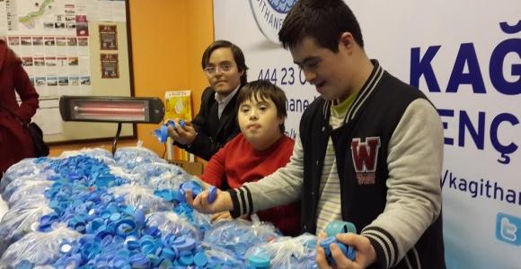 Engelli Çocuklar Engelliler İçin Kapak Topladı