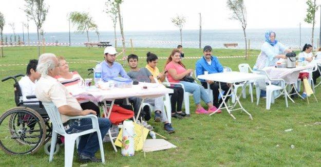 Engellilerin Denize Karşı Piknik Keyfi