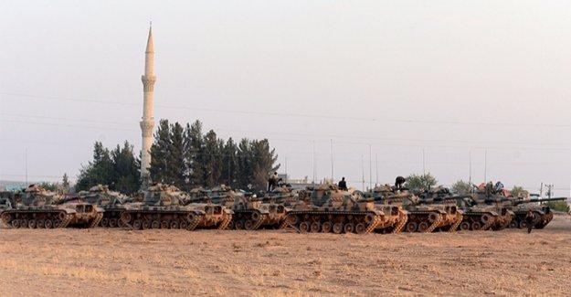 'Fırat Kalkanı' operasyonu genişliyor, Suriye sınırında büyük taarruz
