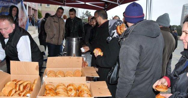 Gaziosmanpaşa Belediyesi'nden YGS Öncesi Çay ve Simit İkramı