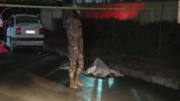 Gaziosmanpaşa'da 'dur' ihtarına uymayan şüphelilerle polis arasında çatışma: 1 ölü, 1 yaralı