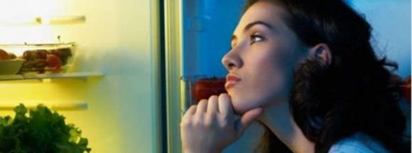 Gece yemek yemek zayıflatır mı?