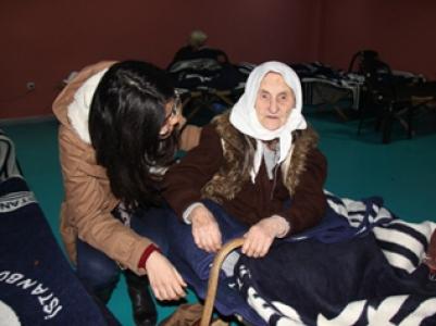 Gençlik Meclisi'nden evsizlere ziyaret