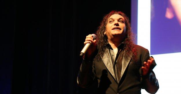 """Gökhan Kırdar """"Yerine Sevemem"""" Şarkısını Kime Yazdığını Açıkladı"""