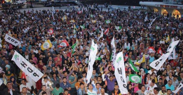 HDP 'li Altan Tan Zeytinburnu'nda halka hitap etti