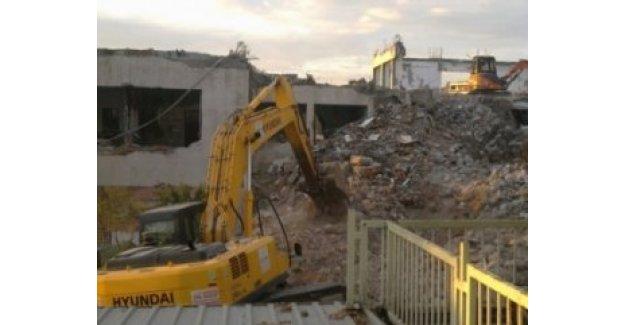 İstanbul'da 48 kamu binası yıkıldı