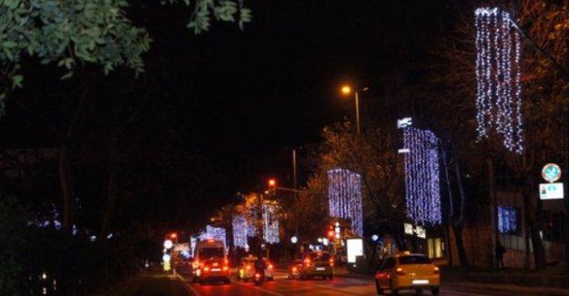 İstanbul'da Bazı Cadde ve Sokaklar Yılbaşı İçin Süslendi