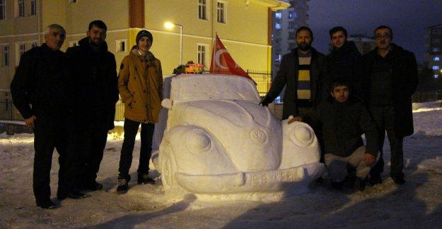 İstanbul'da kardan araba yapıldı