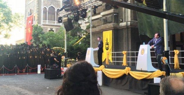 İstanbul Erkek Lisesi'nde okul müdürüne protesto