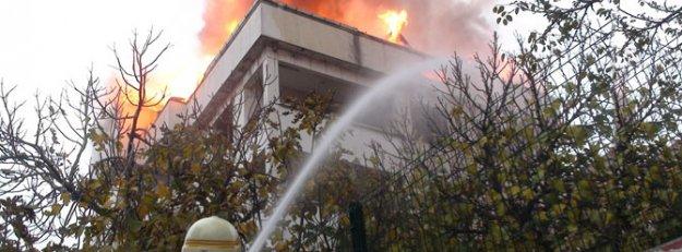 İstanbul Kartal'da şüpheli yangınlar
