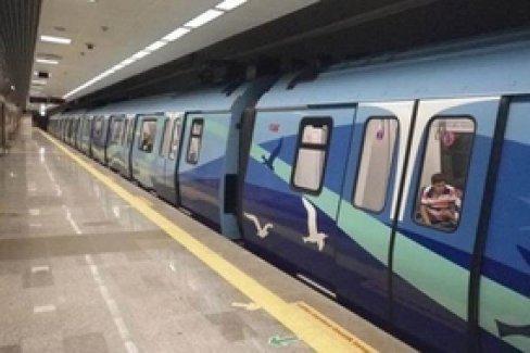 İstanbul metrosu durdu, insanlar böyle görüntülendi