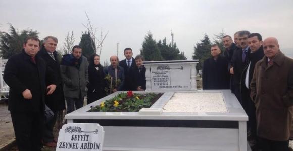İMDD.Merhum Milletvekili Aslanoğlu'nu Mezarı Başında andı