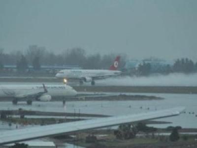 İstanbul pistlerine hava muhalefeti: Uçaklar inemedi