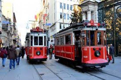 İstanbul'un kalbi Beyoğlu'nda dükkanlar boşalıyor, konutlar doluyor!