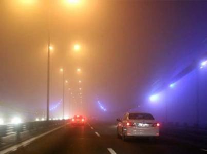 İstanbul yoğun sise gömüldü