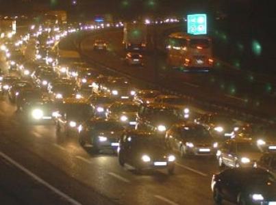 İstanbullular yılın 576 saatini trafikte geçiriyor