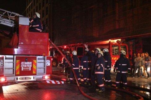 İstiklal Caddesi'nde yangın paniği!