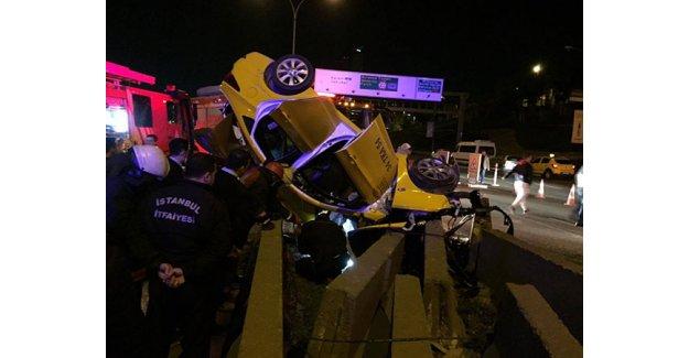 Kadıköy'de taksi bariyere çarptı: 1 ölü, 2 yaralı