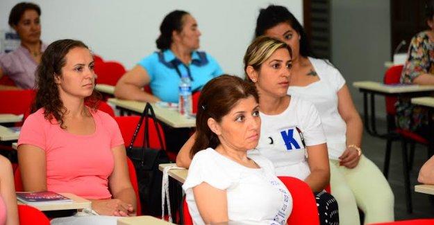 Kadinlar İş Dünyasi İçin Eğitimlerini Aldi