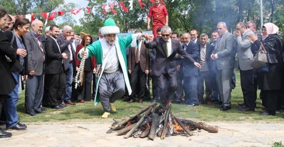 Kağıthane'de Yaz Şed Kuşanma Töreni Ve Hıdırellez Ateşi İle Başladı