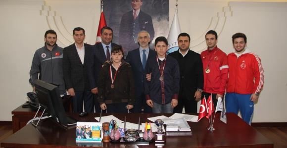 Kağıthaneli şampiyonlardan Başkan Kılıç'a ziyaret