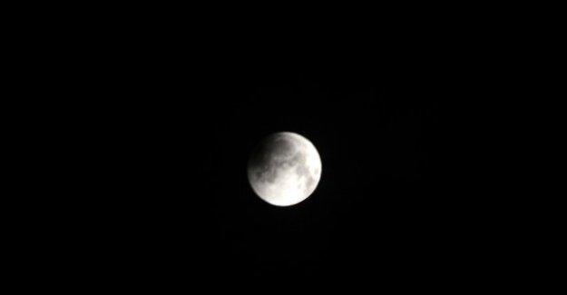 Kanlı Ay İstanbul'da Bulut Engeline Takıldı