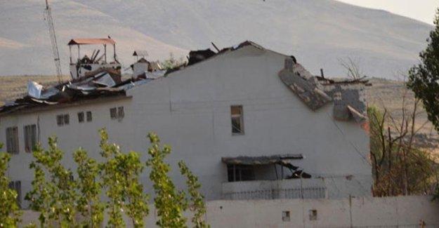 Karakola 2 ton bombayla intihar saldırısı: 2 şehit, 24 yaralı