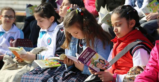 Kitap Okuyup Gezi Kazanıyorlar