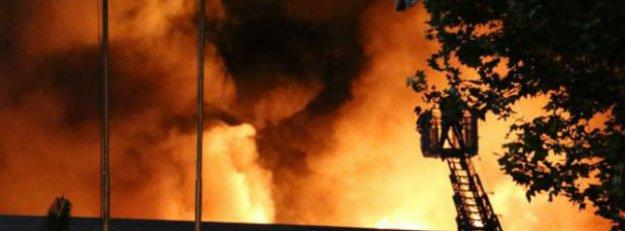 Kot firmasının deposu alev alev yandı