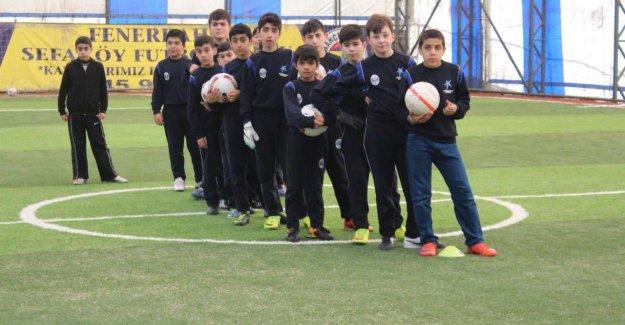 Küçükçekmece'de Kış Spor Okullarında Eğitim Başladı