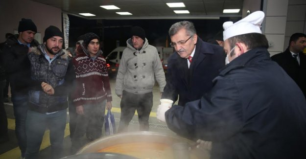 Marmaray'da Vatandaşlara Çorba Sürprizi
