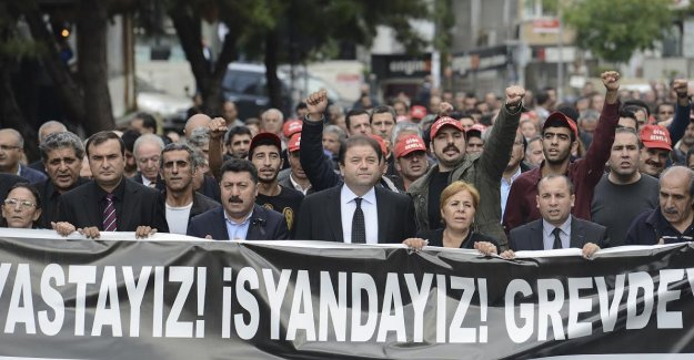 Meclis katliamı iş bırakarak protesto etti