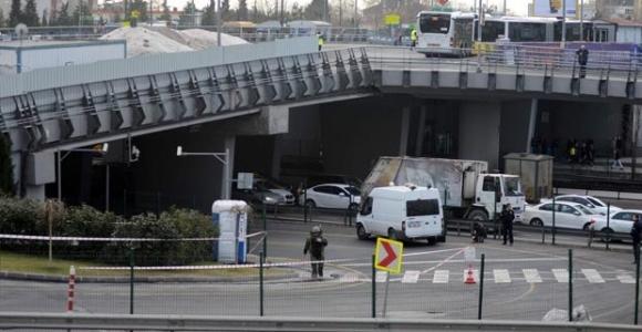 Metrobüs'te bomba alarmı