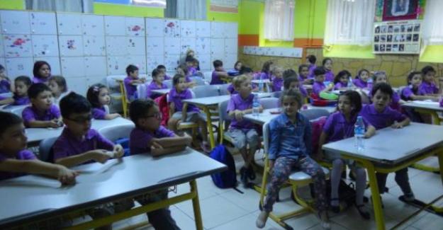 Okullarda İlk Ders Zili Çaldı