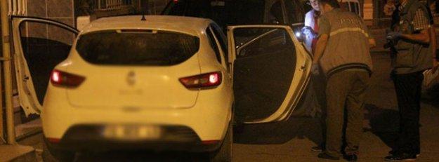 Otomobil seyir halindeyken arkadaşını öldürdü